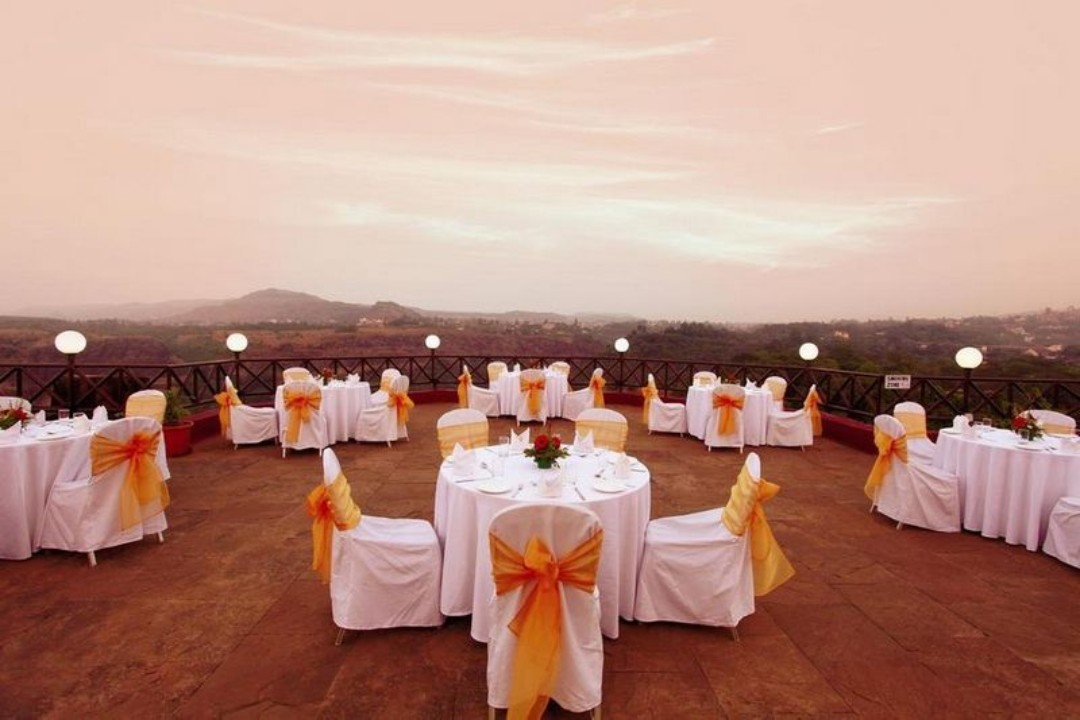 Evershine Keys Prima Resort Mahabaleshwar India Lawn 1