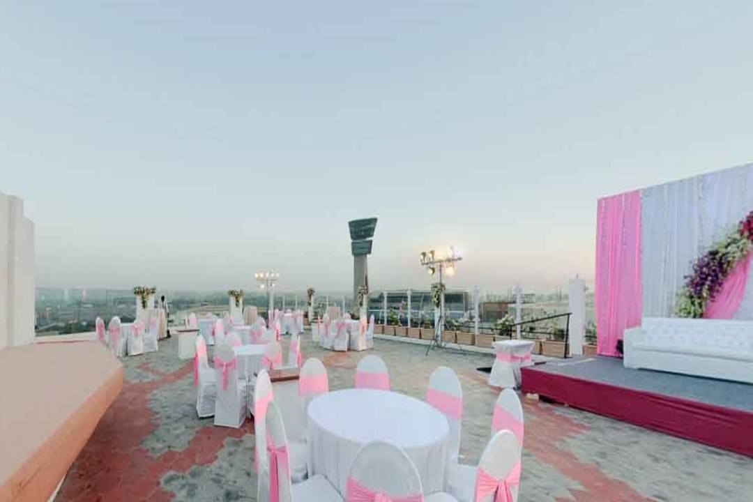 The Orchid Hotel Vileparle Mumbai The Upper Deck Lawn 1