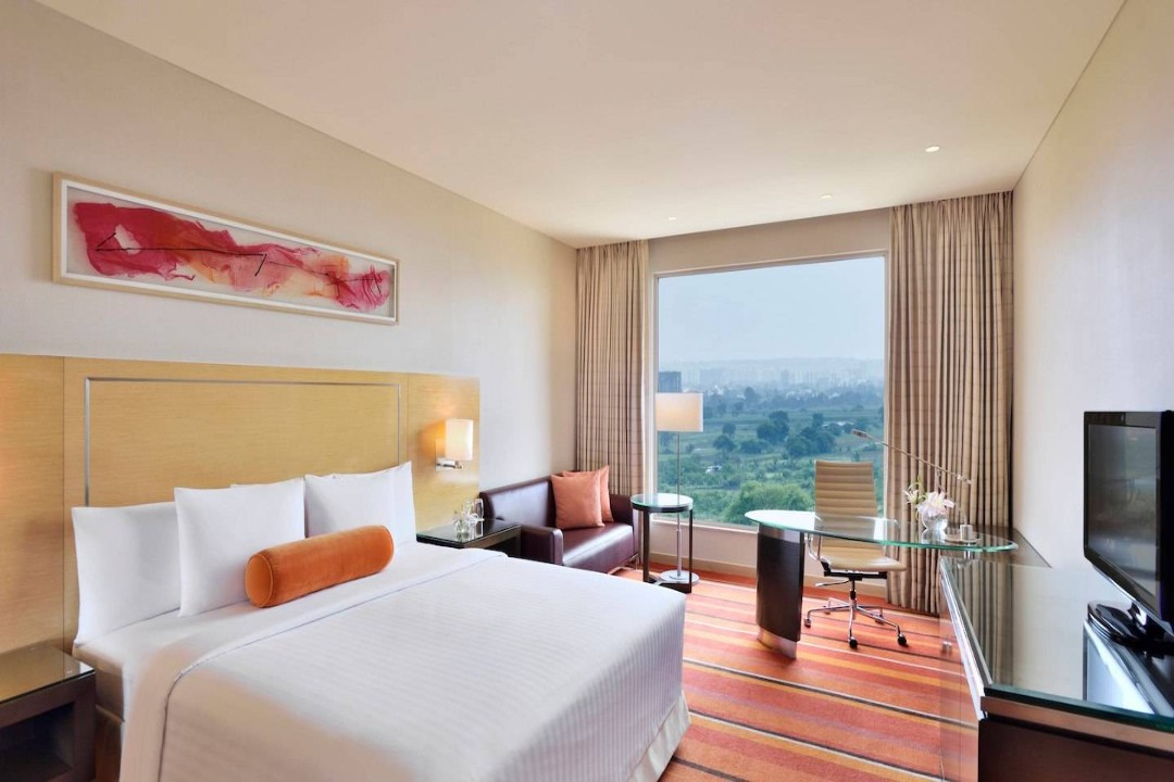 Courtyard by Marriott Pune India Executive Deluxe Guestroom 1